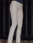 białe spodnie jeansowe ruruki...