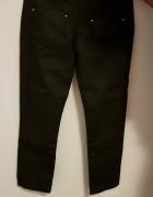Czarne spodnie 34 dżinsy zamki