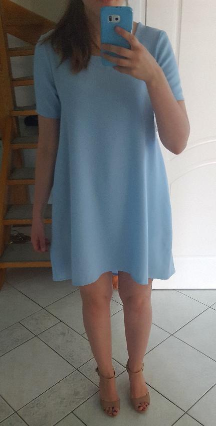 błękitna przełużana sukienka oversize 36 38
