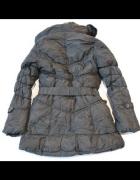 Czarny pikowany płaszcz damski firmy MISS FOTO