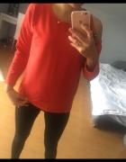 Czerwona bluza cyrkonie