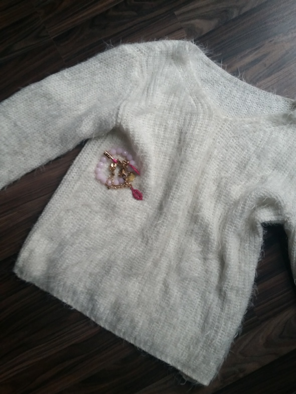 Swetry Włochacz biały