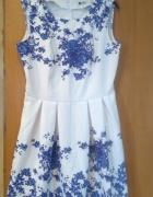 Biała sukienka w kwiaty...