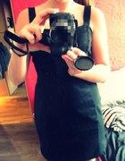 Sukienka czarna z zipem w tyle