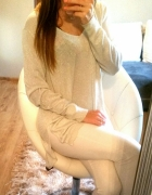 srebrny sweter gołe plecy oasis