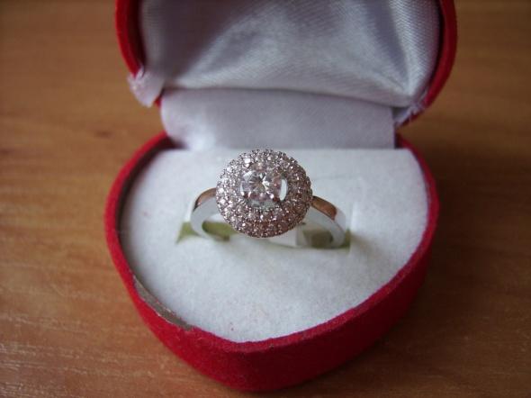 CUDOWNY pierścionek z cyrkoniami przepiękny