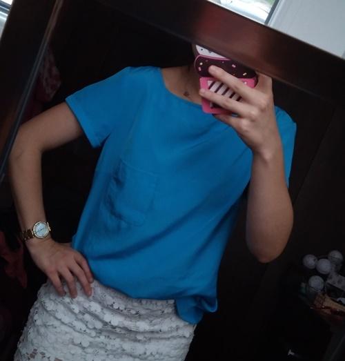 Niebieska bluzka z kieszonką...