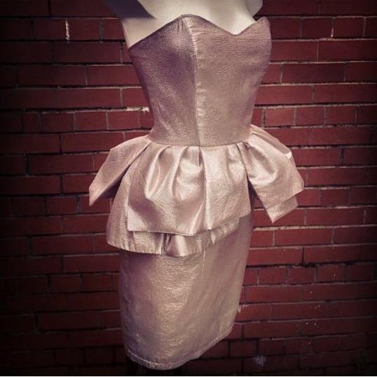 BŁYSZCZĄCA sukienka z BASKINKĄ ręcznie szyta