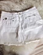 Biała spódniczka spódnica mini rozkloszowana