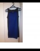 Czarno niebieska sukienka z dekoltem Stradivarius...