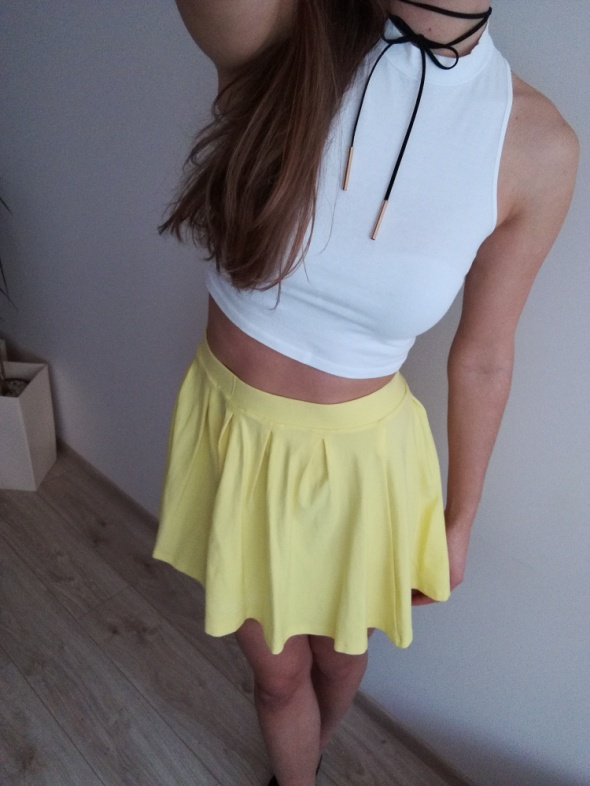 Żółta spódniczka...