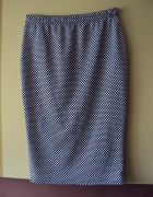 ołówkowa spódnica w grochy...