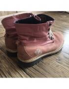 Różowe buty Timberland...