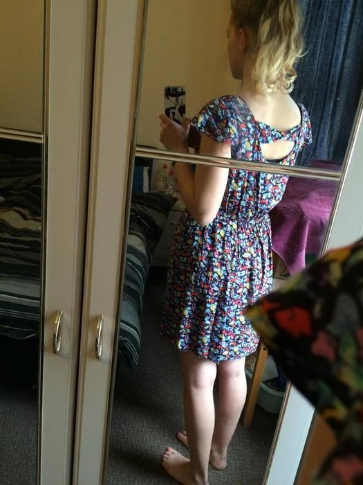 Sukienka z kokardka na plecach...