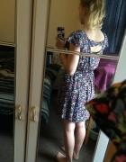 Sukienka z kokardka na plecach