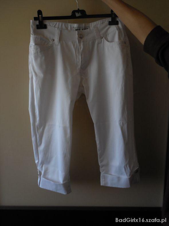 białe spodnie 34 z kieszeniami