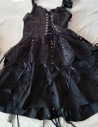 Czarna sukienka gorsetowa