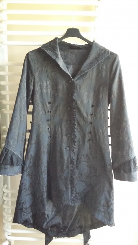 nowy gotycki płaszcz living dead souls