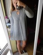 szary sweter sukienka nietoperz warkocz