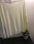 Biały sweterek