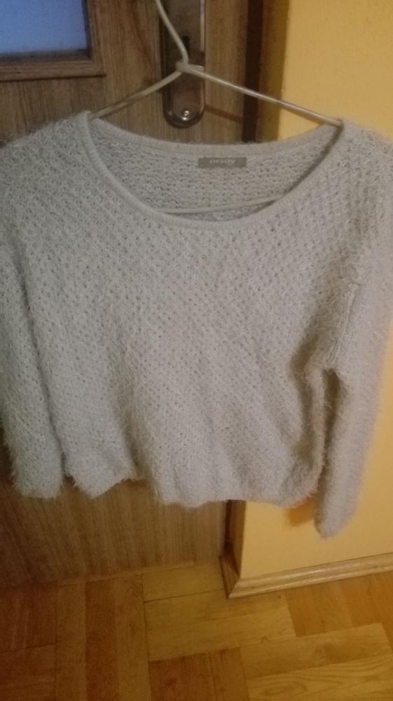 Włochaty sweter...