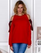 Czerwona bluza z kokardami na rękawach