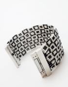 Czarno biała bransoletka robiona na krośnie