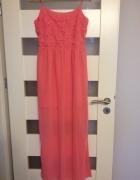 zwiewna różowa sukienka z haftem...