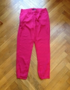 różowe spodnie...