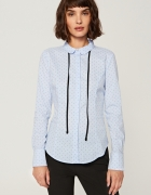 Taliowana koszula z wiązaniem