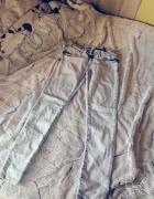 Błękitne jeansy rurki...