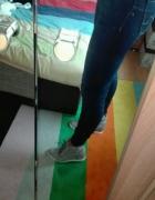 szare zamszowe sneakersy