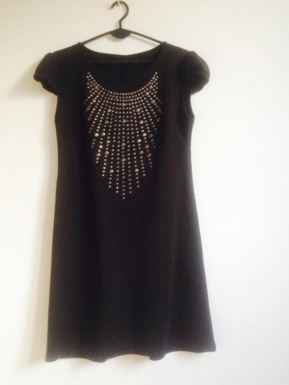 Granitowa sukienka z cekinowym dekoltem