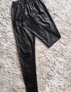 Czarne woskowane legginsy z wysokim stanem...