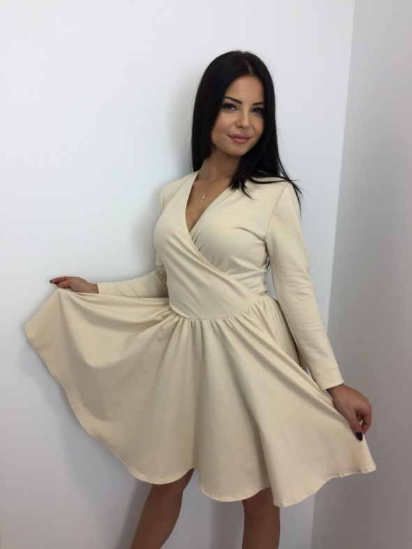 Piękna sukienka rozkloszowana