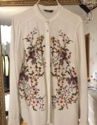 Biała bluzka kwiatu