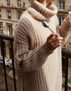Piękny bardzo modny sweter z golfem oversize...