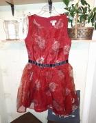 Rozkloszowana bordowa sukienka w róże