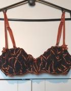 Piękny koronkowy haft biustonosz...