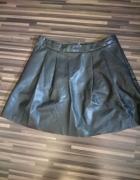 czarna rozkloszowana spódnica z ekoskóry 42...