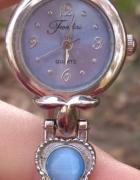 zegarek z turkusowymi kamykami
