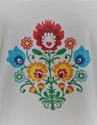 Modna bluzeczka z ludowym wzorem...