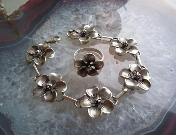 srebrna masywna bransoletka kwiaty
