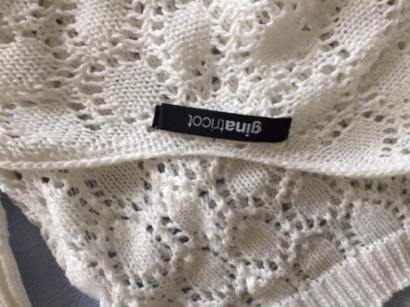 Swetry biały z czarna kokardką