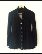 Czarny wełniany sweter warkocz