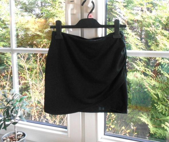 Spódnice Bershka czarna asymetryczna spódniczka mini