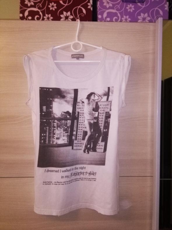 Biały T shirt z nadrukiem...