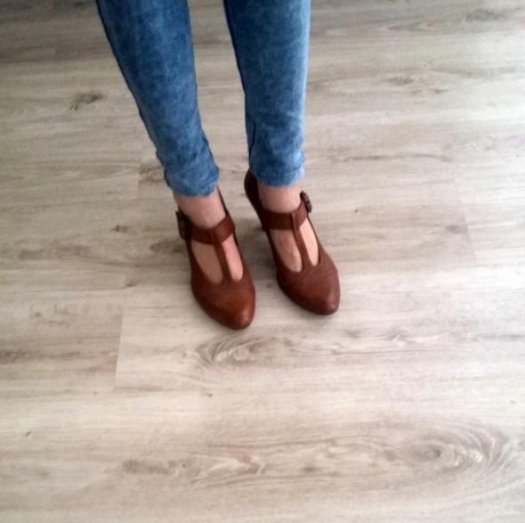 Skórzane buty na obcasie...