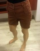 brązowe spodnie przed kolano