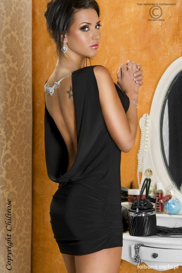Sukienka z bizuterią